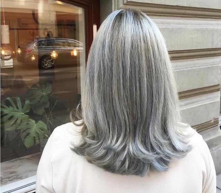 capelli 50 anni grigi medio lunghi