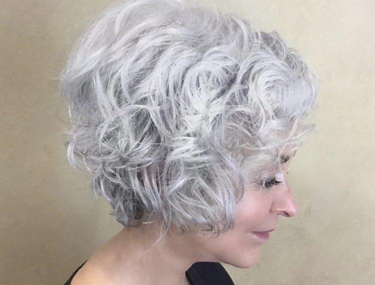 capelli grigi 2018-2019 taglio colore donne mature